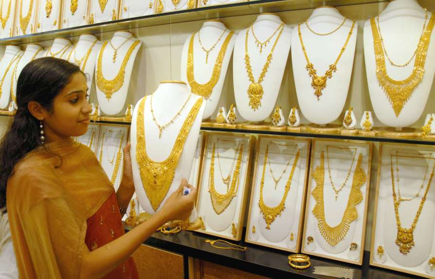 Gold prices today fall close to lowest levels in 8 months, after 5-day drop